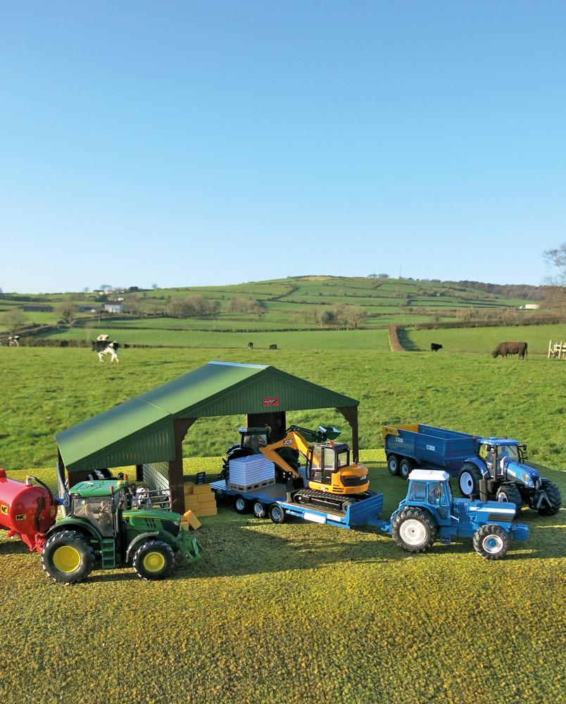 Scheune mit Bauernfamilie und Tieren